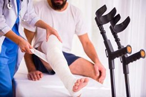 physical injuries such as knee injuries are common after car accidents